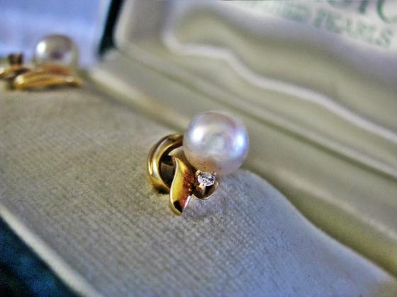 mikimoto earrings - object