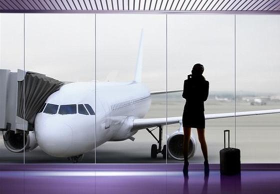 femaleTraveller. airport  - business hr