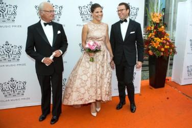 King+Carl+Gustaf+Swedish+Royals+Attend+Polar- zimbio com