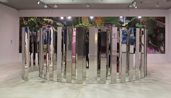 mirrors mirros on the floor
