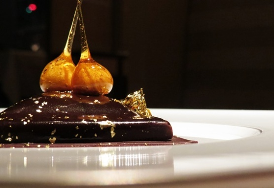 Chocolate-parline with gold - Chanel Rest. Beige, Tokyo