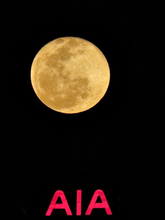 hong kon full moon