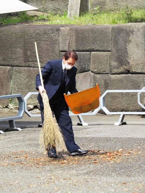 imperial palace tokyo sweeper