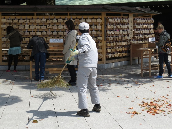 Meiji shrine sweeper