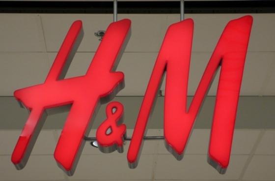 H&M sign - dcnews ro