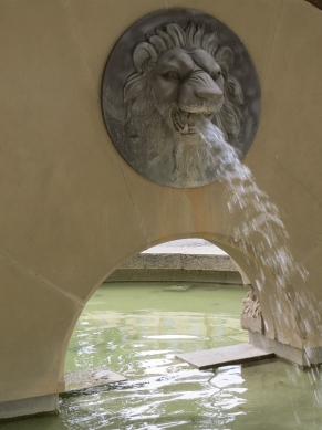 George V memorial fountain - the other side