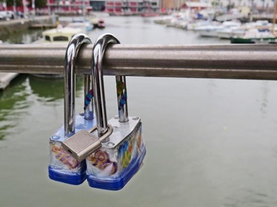 peros-bridge-padlocks
