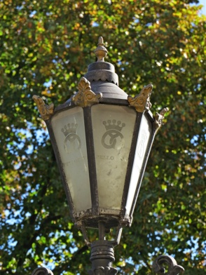 cafe street lamppost