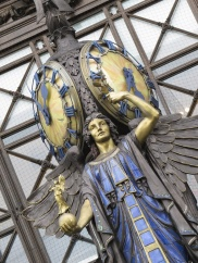 selfridge entrance statue