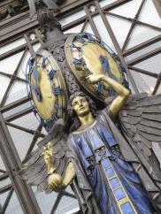 selfridge entrance statue