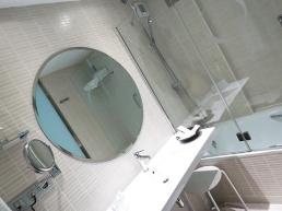 opera-bathroom