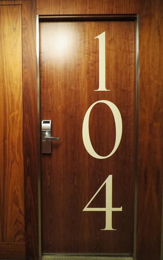 opera-room-door