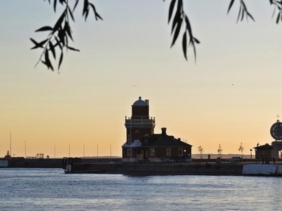 helsingborg-pilot-and-lighthouse