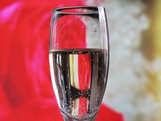 champange-and-tv