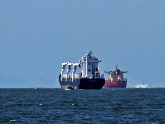 sailing-against-the-horizon-english-bay-vancuver