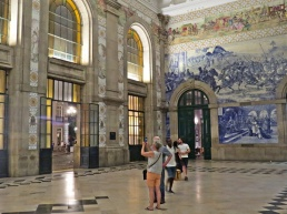 sao bento station inside
