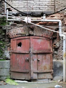 sercuried door